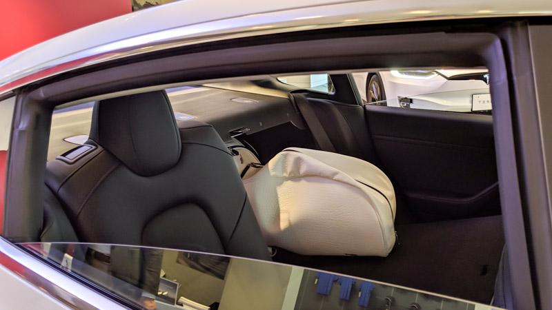 テスラ モデル3 キャディーバッグ 後部座席